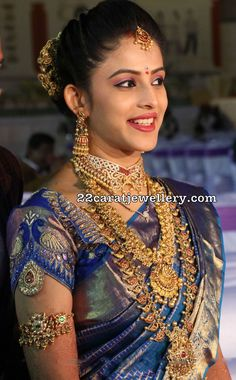 Latest Collection of best Indian Jewellery Designs. Indian Bridal Outfits, Indian Bridal Wear, Indian Wear, Bridal Blouse Designs, Saree Blouse Designs, Blouse Patterns, Indian Jewellery Design, Bridal Jewellery, Jewellery Designs