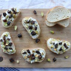 Pistachio & Fig Bruschetta - Skinny Snack Time: Pistachios! | Lorimer Street Kitchen  #skinnynut