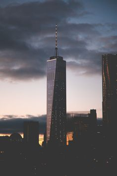 avenuesofinspiration:  Cloudy NY | Source  | AOI