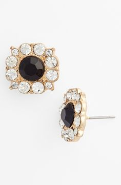 Pretty black stud earrings that sparkle.