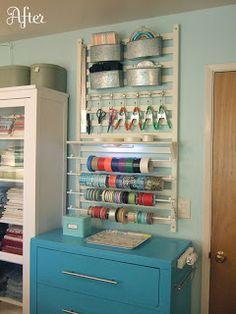 Manualidades y Tejidos Orial: Ideas para organizar. Repurposed crib rail in craft room.