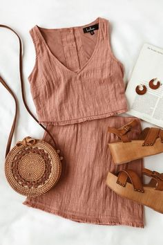 A must-have festival outfit. This mauve pink two-piece dress is made of lightwei. A must-have festival outfit. This mauve pink two-piece dress is made of Mode Outfits, Trendy Outfits, Fashion Outfits, Dress Fashion, Club Outfits, Classy Outfits, Modest Fashion, Spring Summer Fashion, Spring Outfits