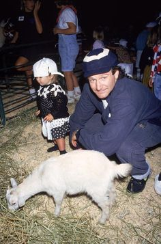 Robin Williams at petting zoo charity event with daughter Zelda, January 01, 1991 | Credit: DMI