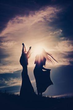 Dançar é festejar a paz , o amor e conexões divinas !