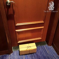 Talk about Customer Experience. this is how The Ritz-Carlton Hotel Company delivers your shoes from complementary shine. That's — at The Ritz-Carlton. Customer Experience, Dallas, Carlton Hotel, Shoes, Zapatos, Shoes Outlet, Shoe, Footwear