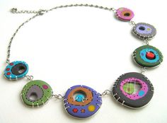Plaques Fimo multicolores serties de fils en Argent 925, montées sur une chaine avec fermoir, tout deux également en argent 925    le collier mesur...