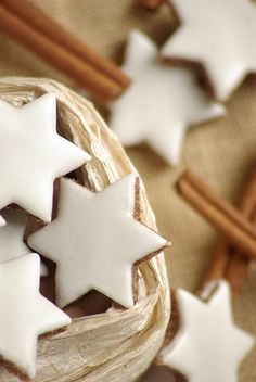 christmas baking: zimtsterne (cinnamon stars) One of my favorite things at Christmas but they take foreverrr to make! Cute Christmas Cookies, Noel Christmas, Christmas Goodies, Christmas Treats, Christmas Baking, Holiday Treats, Holiday Recipes, Xmas, Holiday Cookies