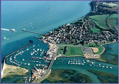 Yarmouth Harbour on the Isle of Wight is a picturesque fishing and yachting port - See more at: http://www.universalyachtcharter.co.uk/services/uk-yacht-charter-port-of-the-week-yarmouth/