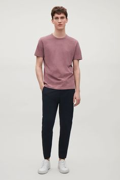 COS image 1 of Brushed cotton t-shirt in Cranberry Stylish Mens Outfits, Casual Outfits, Men Casual, Stylish Clothes, Casual Clothes For Men, Casual Styles, Smart Casual, Korean Fashion Men, Herren Outfit