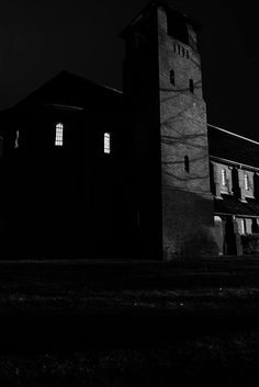 The chapel at night. Creepy and pretty at the same time!