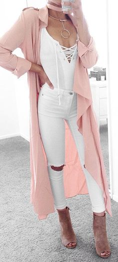 Fashionista style - how to mix a pink trench with lace up and rips Simple Outfits, Stylish Outfits, Cute Outfits, Fashion Outfits, Fashion Trends, Spring Summer Fashion, Spring Outfits, Light Pink Coat, Leila
