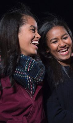 Whether rubbing elbows with celebs, traveling the world, or just trying to go on a date, Malia and Sasha Obama share a unique perspective on life that only first siblings could possibly understand. Let's take a look inside the Obama sisters' relationship. Barack Obama Family, Malia Obama, Michelle And Barack Obama, Obamas Family, Obama Daughter, First Daughter, Ryan Reynolds, Obama Sisters, Jenna Bush Hager