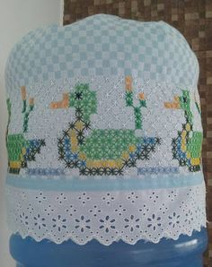 Cross Stitch Embroidery, Hand Embroidery, Cross Stitch Sea, Chicken Scratch Embroidery, Swedish Weaving, Diy Arts And Crafts, Crochet Stitches, Hand Stitching, Baby Knitting