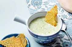A super-easy low-carb soup that can be varied indefinitely. It can be had as an entree, lunch or a light dinner with delicious sides like cheese chips or our egg muffins. Full recipe → The post Creamy Broccoli and Leek Soup appeared first on Diet Doctor. 21 Day Fix, Low Carb Recipes, Vegetarian Recipes, Healthy Recipes, Soup Recipes, Healthy Food, Junk Food, Appetizers, Chips