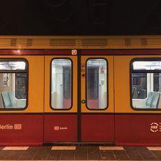 Empty Boxes #berlin #westend #greenlantern #sbahn #train #waitingwishing #symmetry