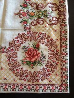 Cross Stitch Borders, Cross Stitch Rose, Cross Stitch Flowers, Cross Stitch Designs, Cross Stitching, Cross Stitch Embroidery, Embroidery Patterns, Cross Stitch Patterns, Dog Pattern