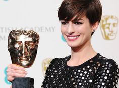 Anne Hathaway's cute crop wowed fans as she picked up her award