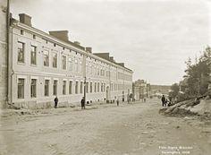 Kuvaan on otettu Vilhovuorenkatu, jonka päädystä on viereisessä kuvassa lähempi osasuurennos. Signe Brander 1908.
