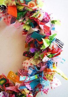 silly old suitcase: DIY-Tutorial Voorjaars krans van stof.Spring wreath of fabric scraps. How To Make Wreaths, Crafts To Make, Crafts For Kids, Fabric Remnants, Fabric Scraps, Bright Decor, Fabric Wreath, Old Suitcases, Scrap Material
