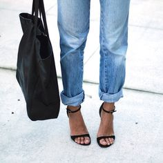 Strap sandal heels and loose fit jeans are minimal and effortlessly stylish! #fitgirlcode #fashion #minimalist