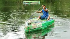 Bottle Boat - The ingenuity of humans never ceases to amaze me. A boat can easily be made from trash, such as water or soda bottles, milk jugs, jugs. in case I have a few hundred empty soda bottles at my disposal out in the sticks! Camping Survival, Survival Prepping, Emergency Preparedness, Survival Skills, Survival Hacks, Survival Gear, Reuse Plastic Bottles, Recycled Bottles, Plastic Containers