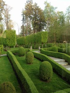 MY PERFECT PLACE- Couturier Garden | Mark D. Sikes: Chic People, Glamorous Places, Stylish Things