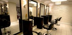 Image from http://www.pfisterwellspa.com/milwaukee-spa-images/especials/25/images/salon-mirrors-lg.jpg.