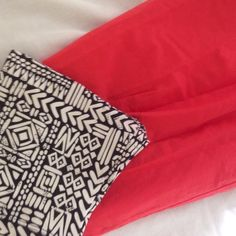 Coral midi skirt Adorable cotton coral midi skirt. A pop of color to brighten your outfit! In great condition. Size small but stretchy waistband. Skirts Midi
