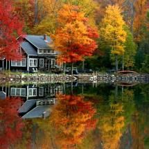 Such a pretty home and lake, beautiful reflection of the trees. Love to have as a week end get away It's Written on the Wall: {Gotta See} Amazing Photos of Fall Scenery-So Many Colors Autumn Lake, Autumn Scenery, Beautiful Homes, Beautiful Places, Beautiful Pictures, Beautiful Scenery, Simply Beautiful, Absolutely Stunning, Cabin In The Woods
