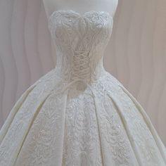 White Wedding#new #gelinlik #bride #buket #duvak #düğün #beyaz #gelin #gece #gelinlik #white #eveningdress #wedding #weddingdress #weddingdress #weddingphotography #girl#2017 #new #kaftan #nişan #nişanlık #afyon #ankara #izmir ##istanbul #turkey http://gelinshop.com/ipost/1520299249883176782/?code=BUZMBzllF9O