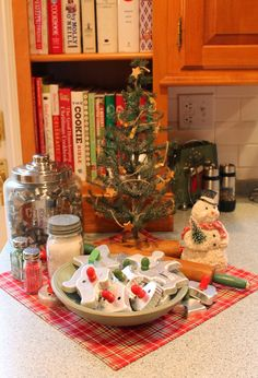 We've been talking about creating Christmas memories with vignettes all season. Sharon from Elizabeth & Co. is sharing her Christmas baking vignette, today. Christmas Kitchen, Christmas Past, Christmas Goodies, Christmas Snowman, Christmas Baking, Christmas Themes, All Things Christmas, Vintage Christmas, Christmas Holidays