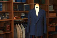 Sacou #BESPOKE necăptușit, construcție half canvas. 100% bumbac creponat – țesătură ușoară și vaporoasă, ideală pentru vară.  #bespoketailoring #handmade #style #notfashion #menswear #menwithclass #gentlemen #mnswr #suit #design #bespoke #sartorial #ZAVATE Bespoke, Suit Jacket, Breast, Suits, Jackets, Design, Fashion, Taylormade, Down Jackets