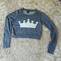 Crop top long sleeve shirt Crop top long sleeve shirt with a crown on front from Rue 21 Rue 21 Tops Tees - Long Sleeve
