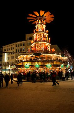 The Christmas Pyramid, Kröpcke, Hanover, Germany
