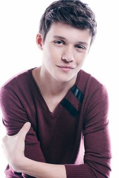 Nick Robinson is Ben Parish in The 5th Wave movie