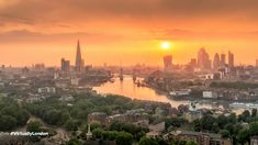 Experience London from home and find stunning images of London for your Zoom backgrounds, including Tower Bridge, Buckingham Palace and Richmond Park. Paris Skyline, New York Skyline, Richmond Park, London Calling, Buckingham Palace, Tower Bridge, Background Images, Things To Do, Backgrounds