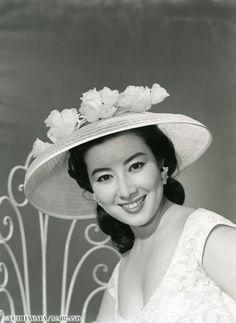 Yamamoto Fujiko (山本富士子) 1931-, Japanese Actress Japanese Film, Japanese Beauty, Asian Beauty, Classic Beauty, Timeless Beauty, Old Actress, Some Girls, Beautiful Person, Famous Women