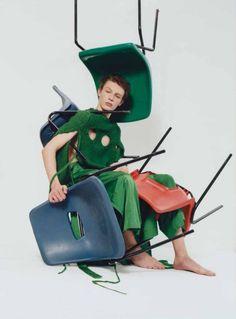 Chair Photography, High Fashion Photography, Fashion Photography Inspiration, Creative Photography, Vogue Editorial, Editorial Fashion, Bee Creative, Gq Style, Creative Portraits