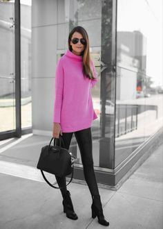 Spanx Faux Leather Leggings are a staple in our fall and winter wardrobes. These leggings are so versatile and allow you to sport many different looks! Casual Leggings Outfit, Legging Outfits, Nike Outfits, Sporty Outfits, Leggings Fashion, Tennis Outfits, Adidas Outfit, Work Outfits, Chic Outfits