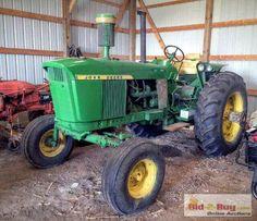 John Deere 2010, Old John Deere Tractors, John Deere Equipment, International Harvester, Vintage Farm, Sheds, Barns, Culture, History