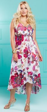 A light, floral dress with the perfect style for full figure ladies. Repin this!