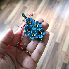Forgot-me-not brooche. Flower Pots, Potted Flowers, Quilling Work, Quilling Designs, Flower Vases, Plant Pots, Planters