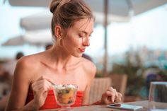 5 Millennial Trends in Food and What We Can Learn from Them Snacks For Work, Healthy Work Snacks, Pizza Und Pasta, Millennial Trends, Foreplay, Mindful Eating, Human Emotions, Fett, Free Stock Photos