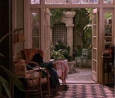 """Apartment in the film 'Green Card', directed by Peter Weir, 1990; photo from """"Andie MacDowell's apartment (& greenhouse!) from 'Green Card'"""" by Julia, Hooked on Houses, 07 November 2011:"""