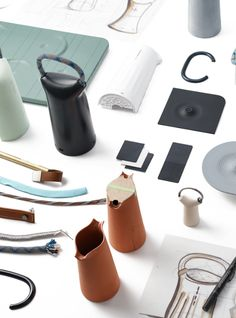 Inspired by ceramic tableware, Steelcase Flex Mobile Power is a beautiful and functional way to help people stay powered up anywhere in the workplace. Modern Tribe, Office Hacks, 3d Cad Models, Modelos 3d, Ceramic Tableware, Design Thinking, Product Design Process, Presentation Design, Cha Cha