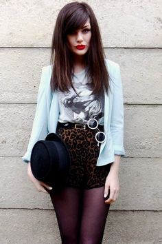 Love the whole look, especially the high-rise leopard print shorts