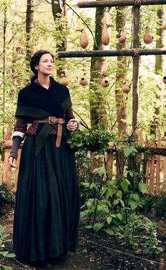 One very interesting aspect brought to season 4 was the mix and match of pieces in the characters wardrobe. Outlander Season 4, Outlander Quotes, Outlander Book Series, Diana Gabaldon Outlander, Outlander Knitting, Outlander Clothing, Claire Fraser, Modest Outfits, Costume Design
