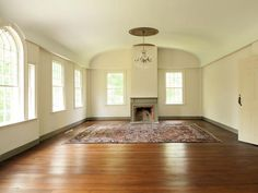 The second floor ballroom in Daryl Hall's 1780s Connecticut home.  I could live in this room. -VLH