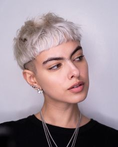 Trendy Very Short Haircuts for Women will be in 2020 women hair trends. In Hollywood, Angelina Jolie and Christine Stewart had used this hair style. Edgy Short Hair, Short Hair Model, Edgy Hair, Short Hair Updo, Short Hair With Bangs, Short Hair Cuts For Women, Short Hair Styles, Style Short Hair, Shorter Hair