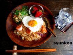 【簡単!!カフェごはん】目玉焼き乗せ海老炒飯でワンプレート